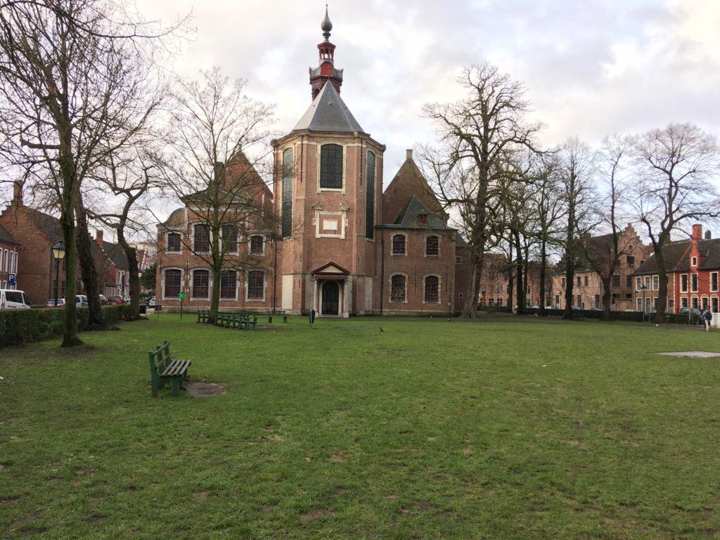 Auch wenn er nicht auf der UNESCO Welterbeliste steht, kann der Groot Begijnhof mit den anderen Beginenhöfen mithalten.
