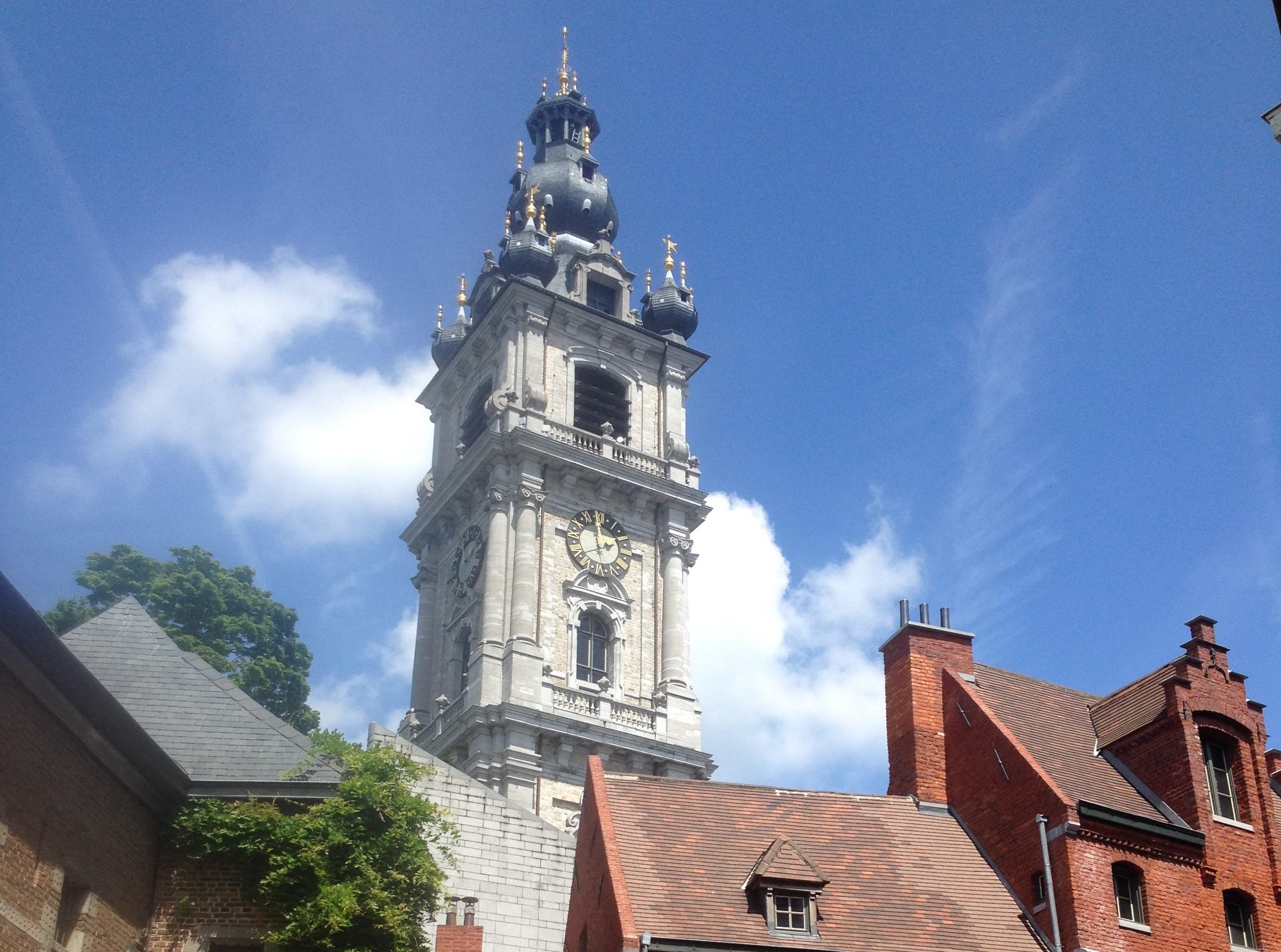 Mons – ein Turm, ein Drache und ein Äffchen