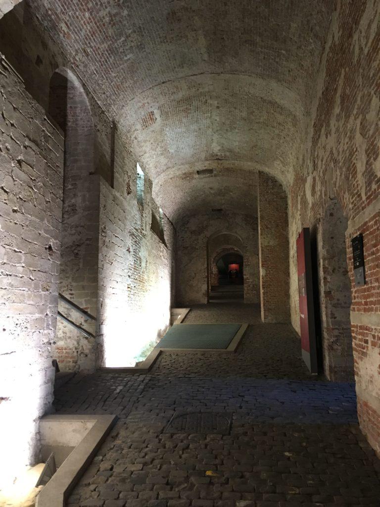 Die unterirdischen Plätze und Wege des alten Koudenbergpalastes