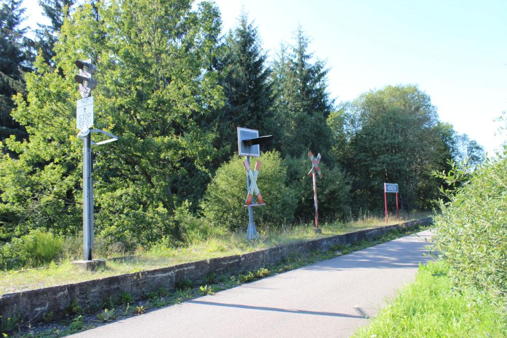 Bahnhof Konzen. Viele der kleineren Orte in der Eifel wurden durch den Bau der Vennbahn an die Industrieregionen von Aachen und Luxemburg angebunden.