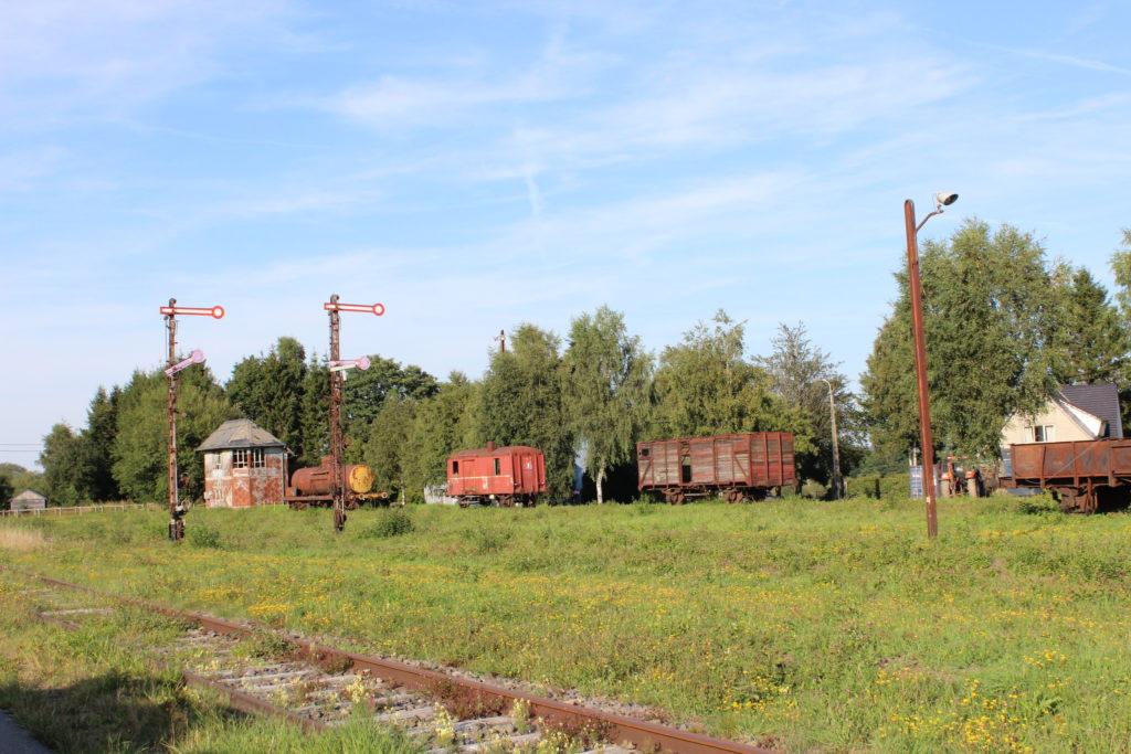 Auch heute noch stehen beim Bahnhof Sourbrodt einige alte Wagons, die von der einst glorreichen Zeit der Vennbahn berichten.