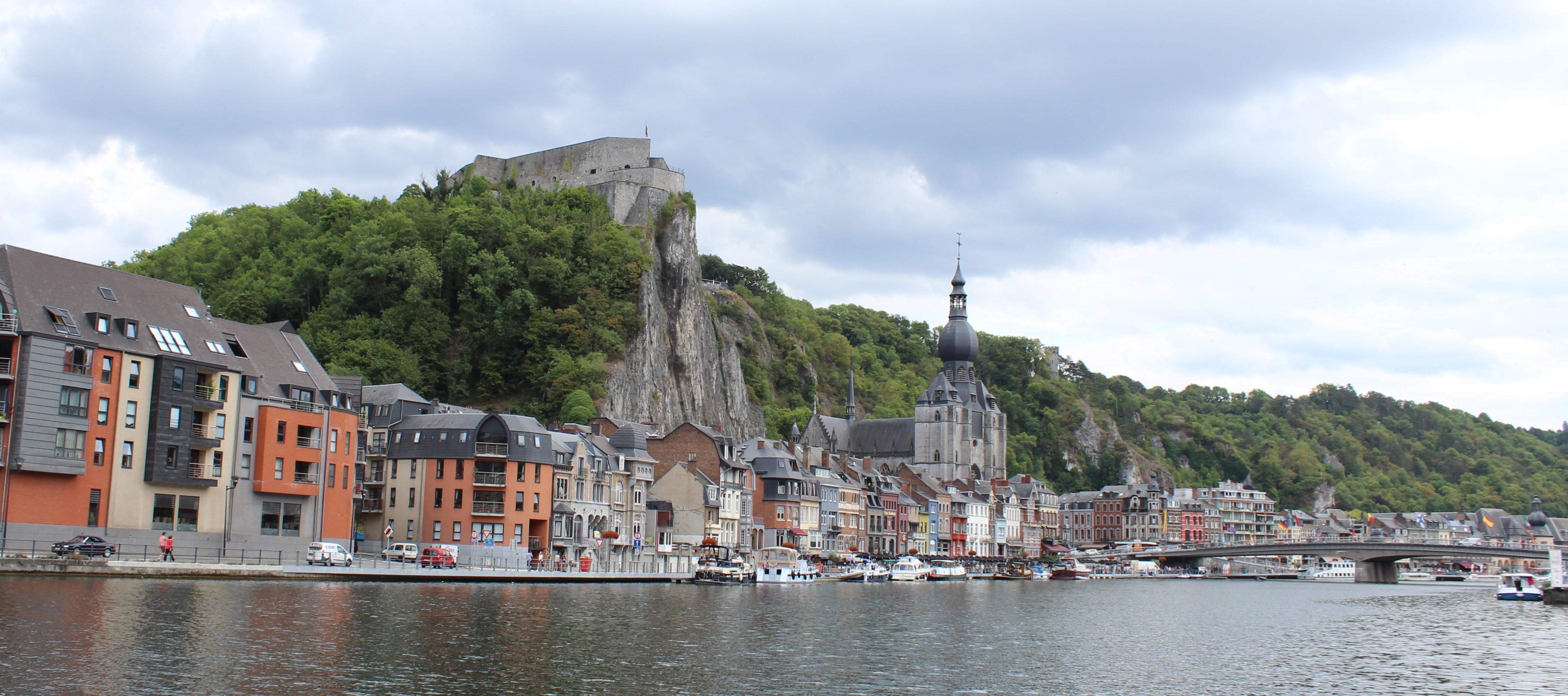 Hoch oben über dem Fluss – Festungen entlang der Maas