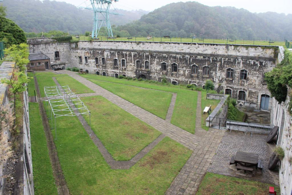 Das Innere der Zitadelle von Huy.