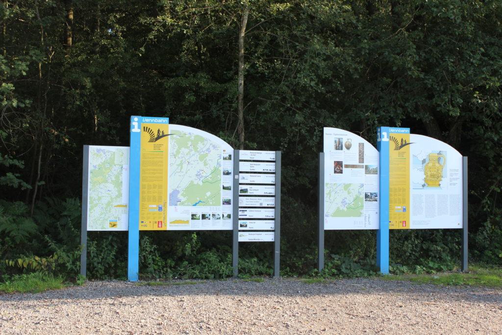 Informationstafeln wie diese stehen überall entlang der Strecke und informieren über Streckenabschnitt und den Ort in dem man sich gerade befindet.