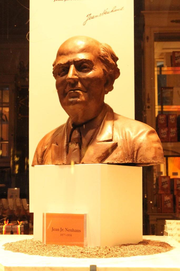 Eine Schokoladenbüste von Jean Jr. Neuhaus, dem Erfinder der pelgischen Praline.