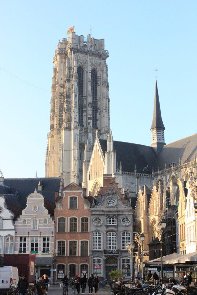 Turm der Romboutskathedrale zu Mechelen