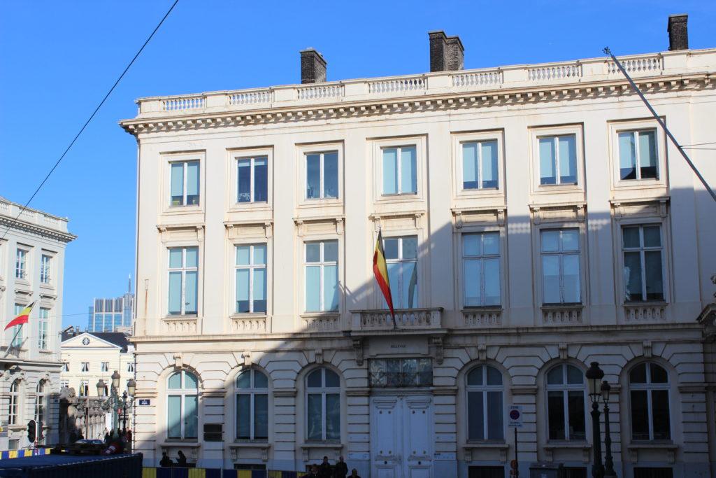 Das Hotel Bellevue liegt direkt an der Place Royale und ist mit dem Königlichen Palast verbunden.