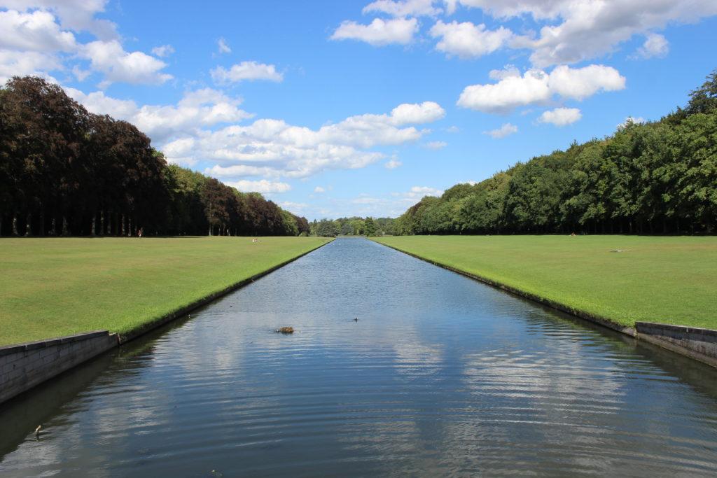 Weite Wiesen und Seen im Park von Tervuren