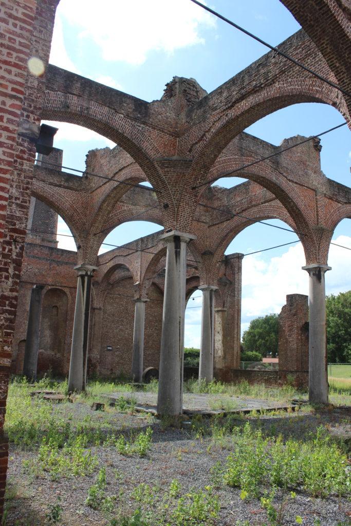 Was aussieht wie die Ruinen einer jahrhundertealten Kathedrale war einst die Maschinenhalle des Bergwergs.